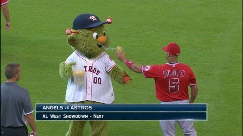 Albert Pujols throws lemonade in Orbit the mascot's face