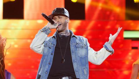 Adrián Rodríguez es Nicky Jam en 'Tu cara me suena'