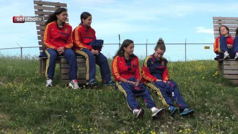La Sub-17 femenina pasea y realiza ejercicios de activación a pocas horas de medirse ante Islandia