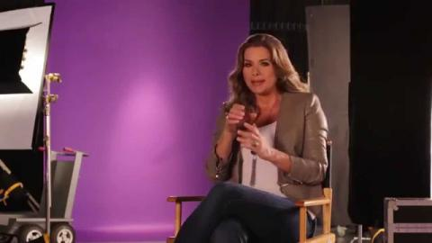 Premios Tu Mundo | Cynthia Olavarria y Sonya Smith dicen que no puede faltar en sus bolsas